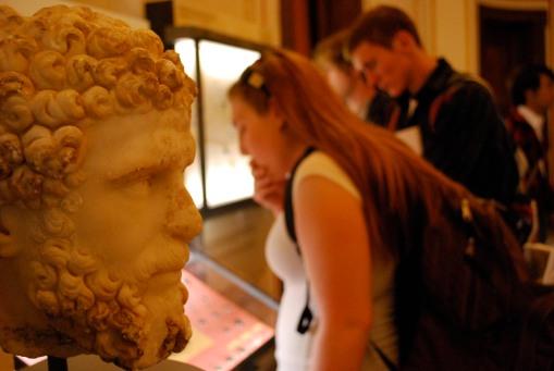 A bust of Lucius Verrus surveys the scene.