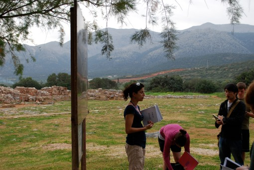 Prof. Faro introduces the students to the Minoan site of Mallia.