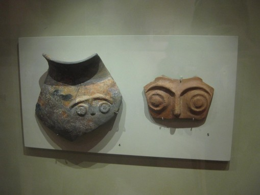 Anthropomorphic potsherds from the Early Helladic period.
