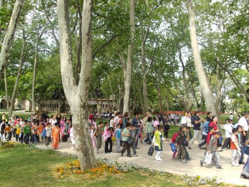 Hordes of schoolchildren descend upon Topkapi palace.