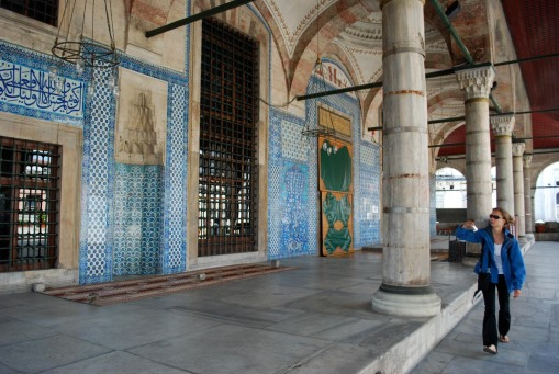 Kathryn takes a photo of the exterior Iznik tiles at Rustem Pasha.