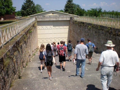 The group heads down towards the Tomb of the Palmettes.